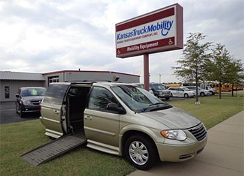 2007 Chrysler Town & Country Braun Entervan